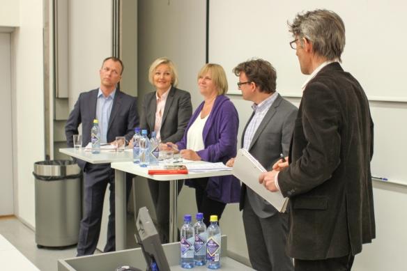 Paneldebatt med Nils Apeland, Hilde Haugsgjerd, Helge Skirbekk, leder at Agnar Kaarbø.